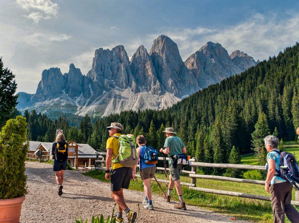 Geisler-Odle-Group,-Val-di-Funes--Villno¦ê+ƒ-valley,-Puez-Geisler-Nature-Park,-Dolomites,-Su¦êdtirol-South-Tyrol-Alto-Adige,-Italy,-Europe